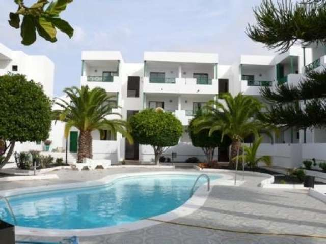 Luxury one bedroom ground floor apartment in Costa Teguise, Lanzarote. Sleeps 4 Close to all amenities, beach only 600m away. Comes fully equipped.
